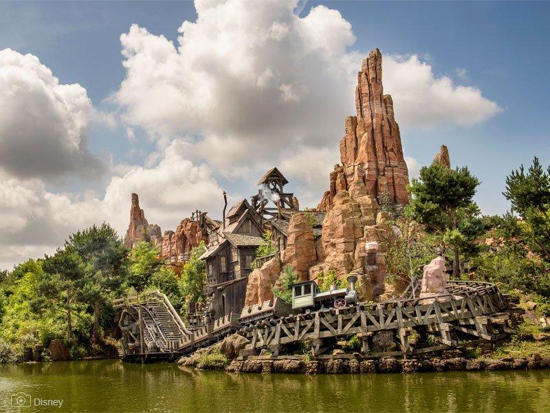 parque Disneyland Paris - Star Wars Hyperspace Mountain - para toda a família - Marne-la-Vallée Paris - Castelo da Bela Adormecida